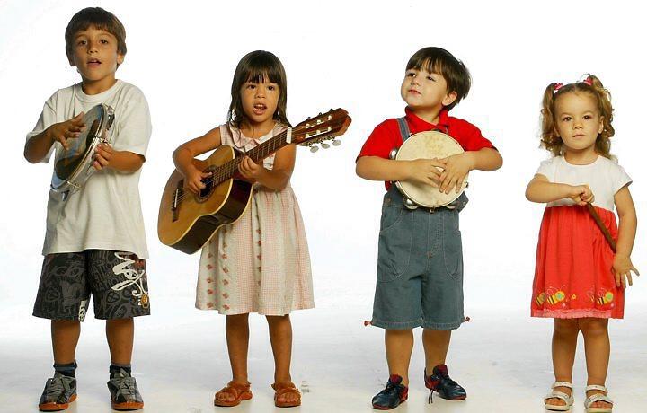 Criancas-tocando-in