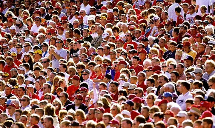 Resultado de imagem para multidão