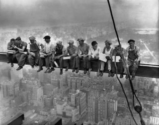 Lunchtime-atop-a-skyscraper