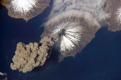 Satellite-picture-of-a-volcano1